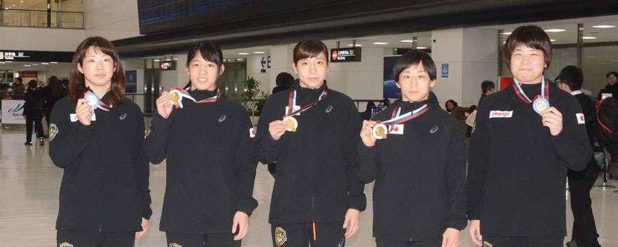 金メダル3個! ヤリギン国際大会(ロシア)出場の女子チームが帰国 | Japan Wrestling Federation - 日本レスリング協会公式サイト - JWF