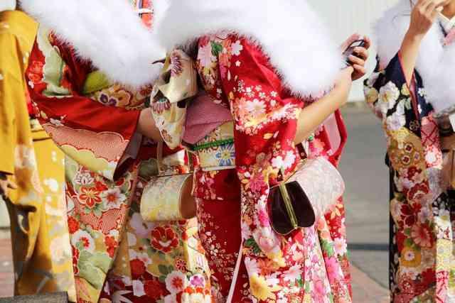 「はれのひ」騒動の被害者ら 西野亮廣ら企画の新成人祝福イベントに参加 - ライブドアニュース