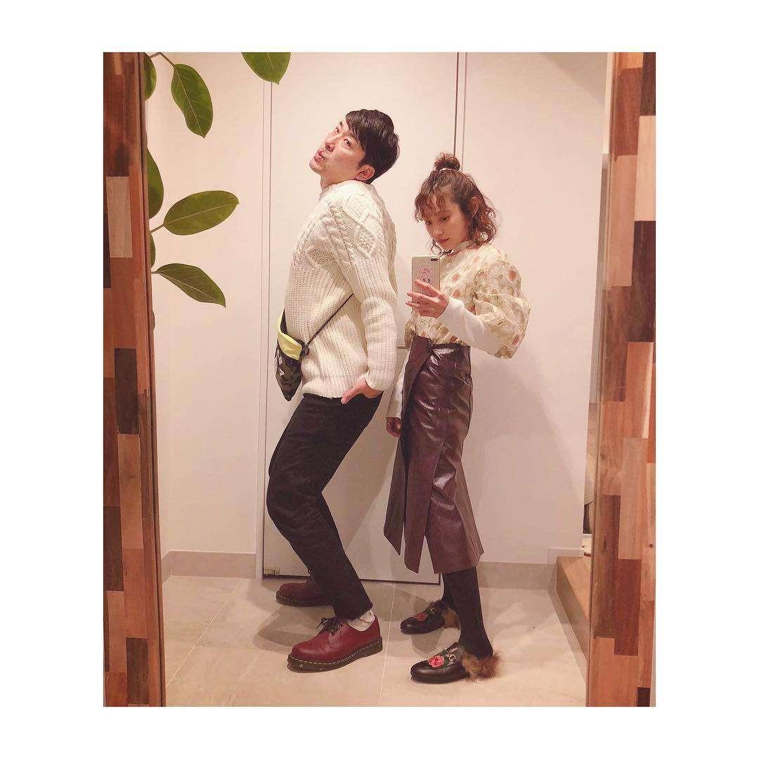 """高橋愛、あべこうじとの結婚記念日に""""LOVE""""伝える「幸せそう」と絶賛の声"""