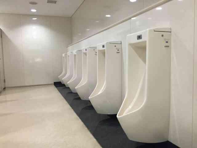 素手でトイレ掃除させる会社は完全にブラックと言い切れる理由