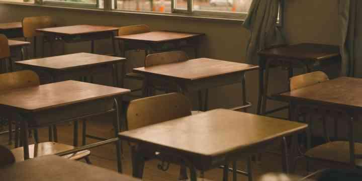 「学校しんどい」中2女子が自殺 母親、学校側に不信感