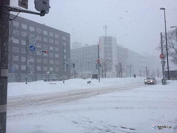 北海道猛吹雪 車立ち往生警戒|au Webポータル国内ニュース