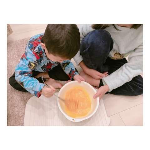 辻希美、手作りプリンを報告も床での仕込み作業に「不潔すぎ」の声が飛び交う