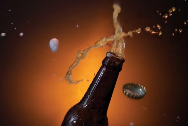無礼講を信じた?忘年会で上司の頭にビールをかけた男が停職処分