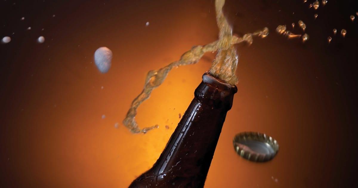 無礼講を信じた?  忘年会で上司の頭にビールをかけた男が停職処分