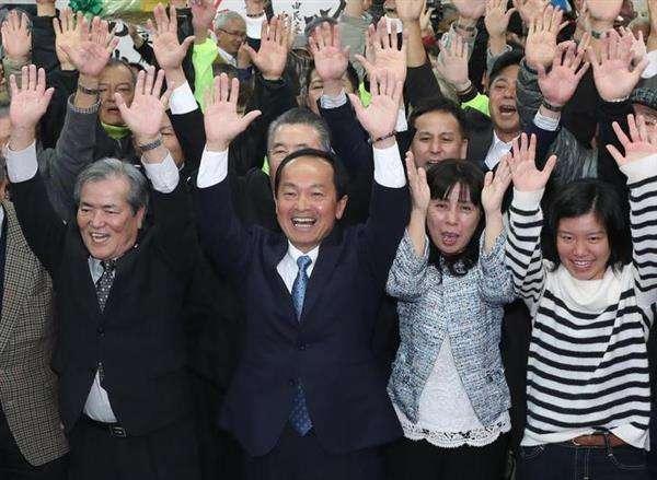 【名護市長選】安倍政権支援の渡具知氏が初当選 「名護を変えての思い」 - 産経ニュース