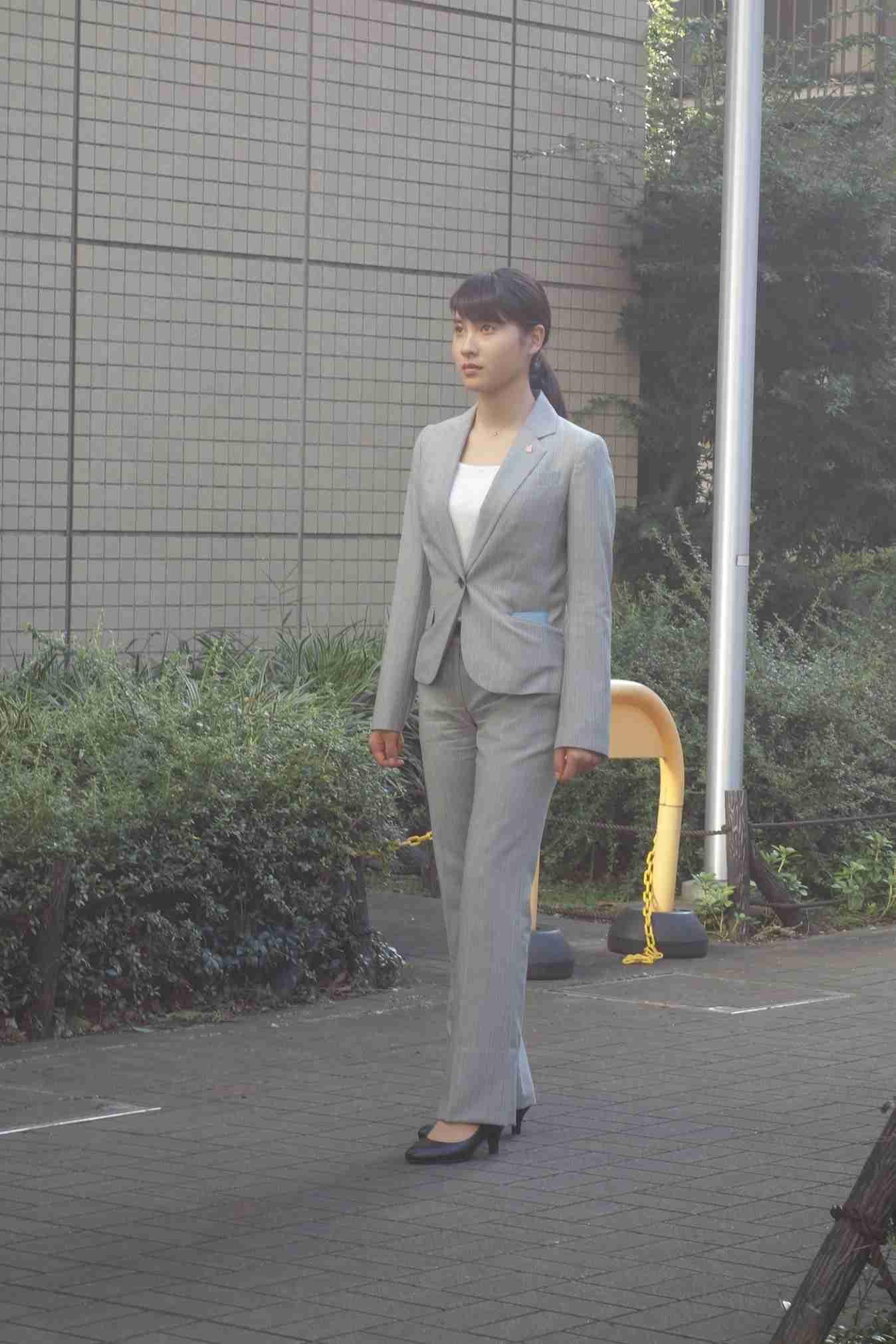 女性芸能人のスーツ姿が見たい