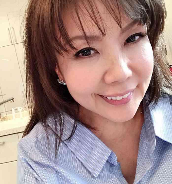 【エンタがビタミン♪】小川菜摘、黒髪にイメチェン 「一瞬、安室ちゃんに見えた」の声も | Techinsight(テックインサイト)|海外セレブ、国内エンタメのオンリーワンをお届けするニュースサイト
