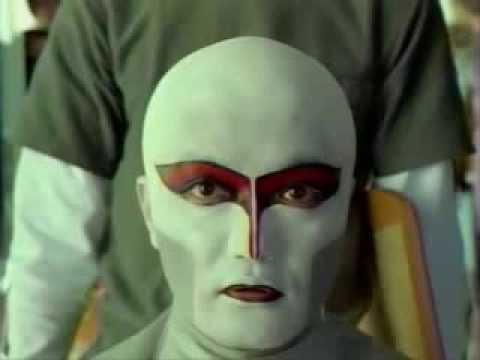 デーモン閣下 『赤いスイートピー』 - YouTube