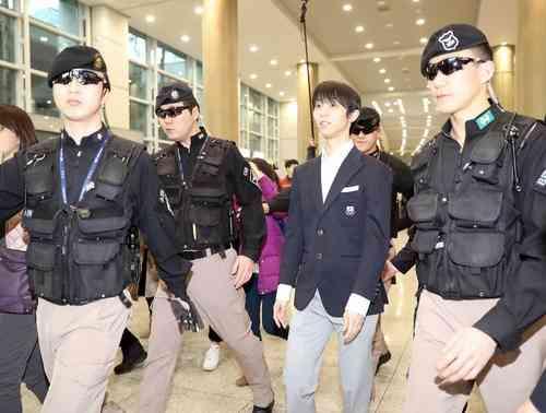 羽生結弦「頂点を」8人警備で韓国入り仁川空港騒然|BIGLOBEニュース