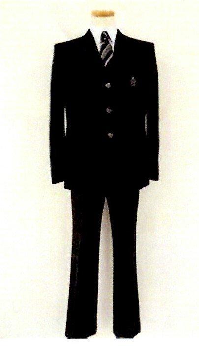 性別問わず、スラックスかスカート制服選べます 千葉県柏市立柏の葉中学校