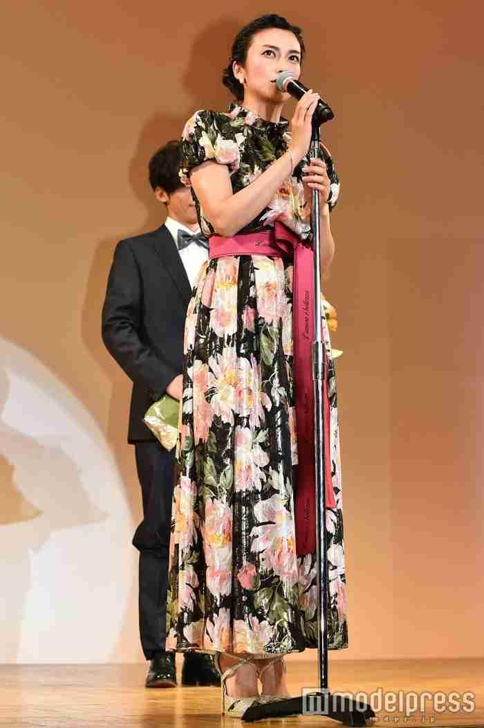 柴咲コウ 『エランドール賞』授賞式オフショットに「溜め息が出るほど綺麗」の声