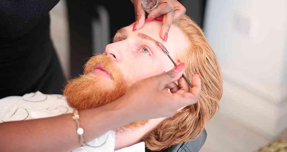 「ヒゲを生やしたら?」とアドバイスされたメタボ男性、現在はイケメンモデルに大変身を遂げる
