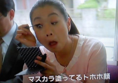 """ジジ&ベラ・ハディッド、人気誌での""""ヌード競演""""に批判相次ぐ"""