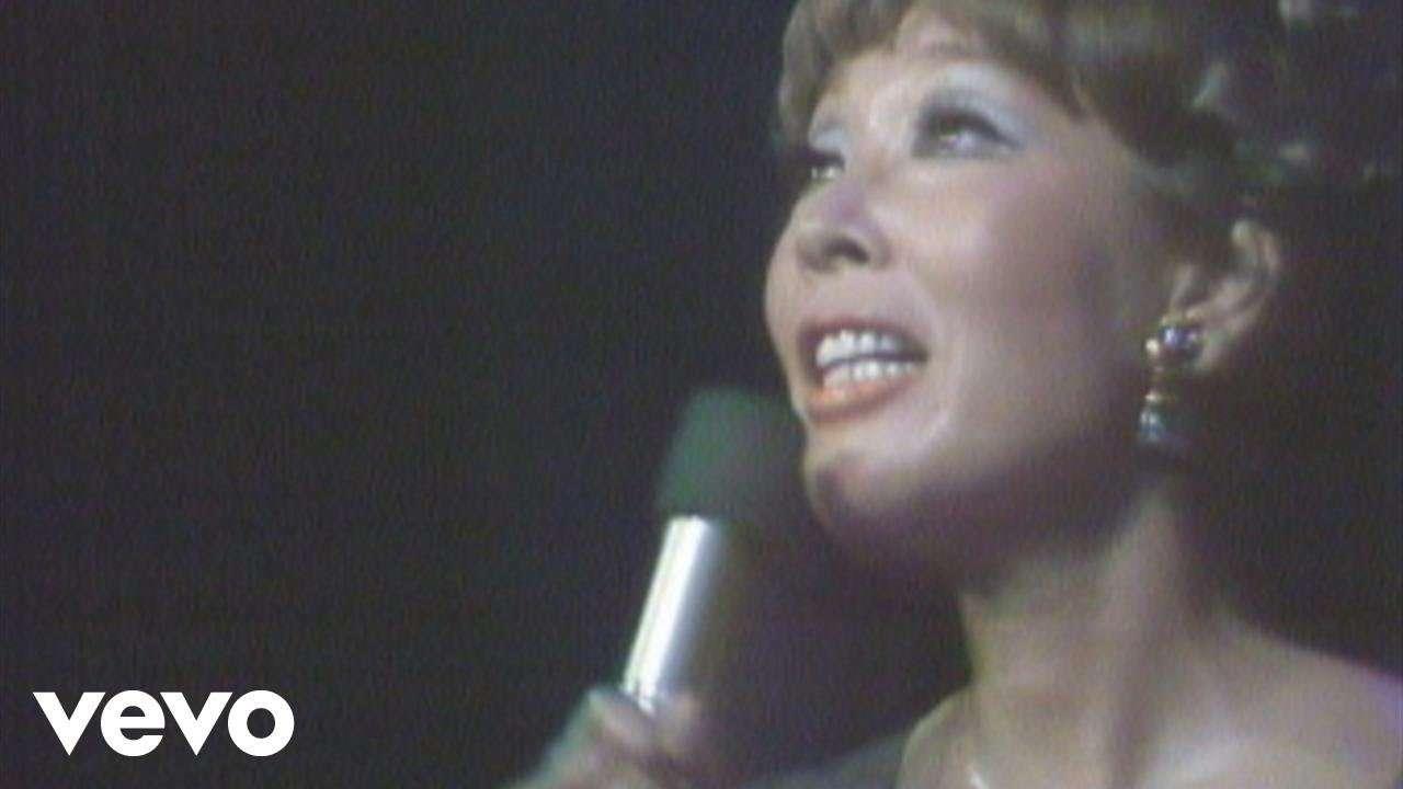 越路吹雪 - 「愛の讃歌」~DVD『永遠の越路吹雪/日生劇場リサイタル'70』 - YouTube