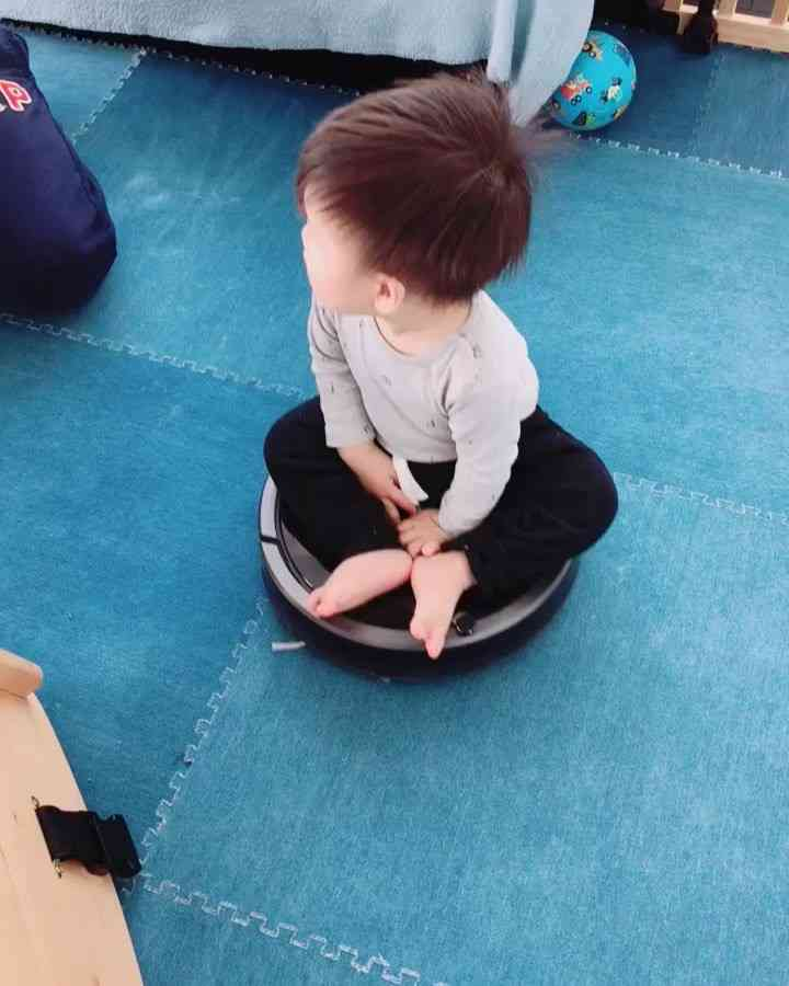 鈴木亜美 1歳息子がルンバに乗り遊ぶ動画を投稿…「危険」と心配の声殺到