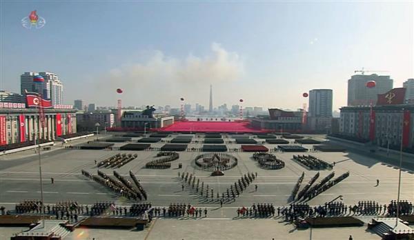 【平昌五輪】北朝鮮が軍創建70年に合わせ大規模軍事パレード 金正恩氏が閲兵、ICBM登場 妹の与正氏らは空路訪韓、文在寅氏と10日面談(1/2ページ) - 産経ニュース