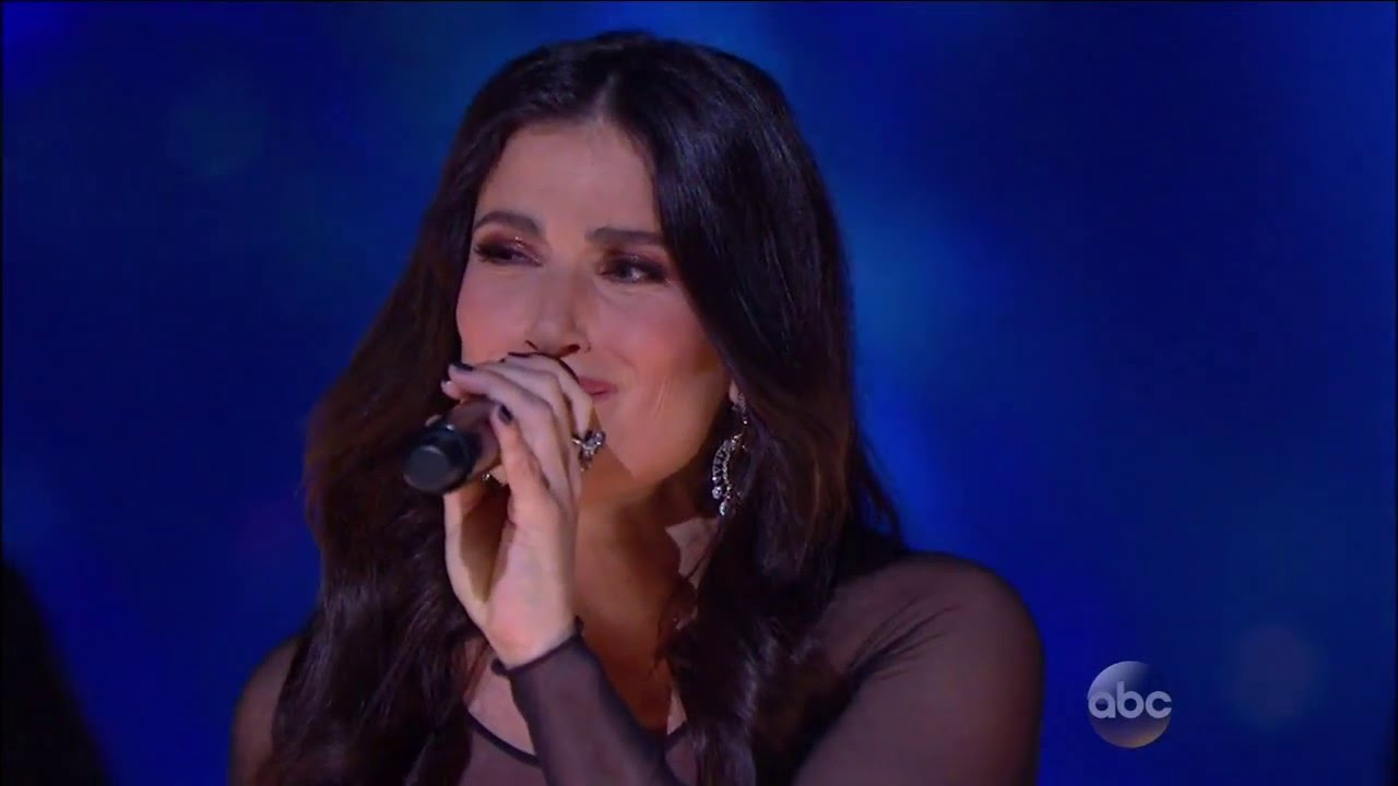 Idina Menzel Performs 'Let It Go' at Disneyland 60th Anniversary - YouTube