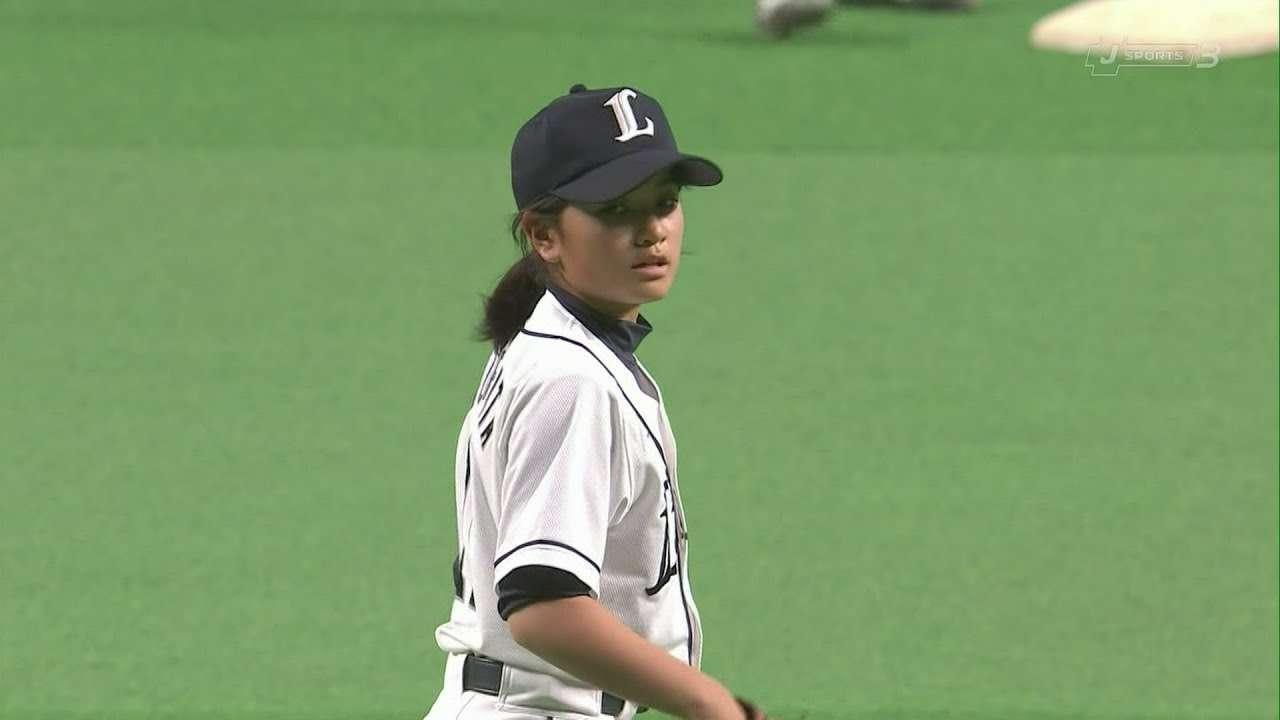 プロ注目の女子Jr 蔵方菜央さん(小6)のピッチング - YouTube
