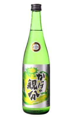 瓶の形や名前が特徴的なお酒を見て楽しむトピ