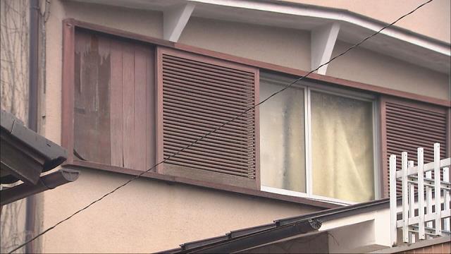 父親を踏みつけ死亡させた疑い 同居の31歳長男逮捕