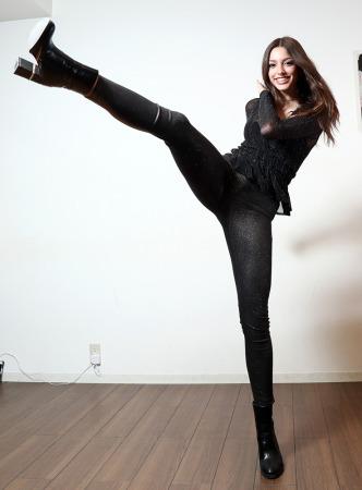 米9頭身モデル  セリーヌ・ファラッチ、日本で歌手デビュー インスタ100万フォロワー