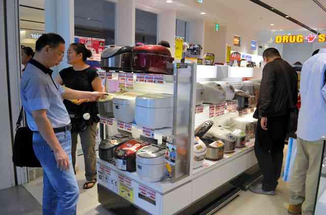 中国人の爆買い 便座、炊飯器に続き「カナダグース」のダウンが対象に