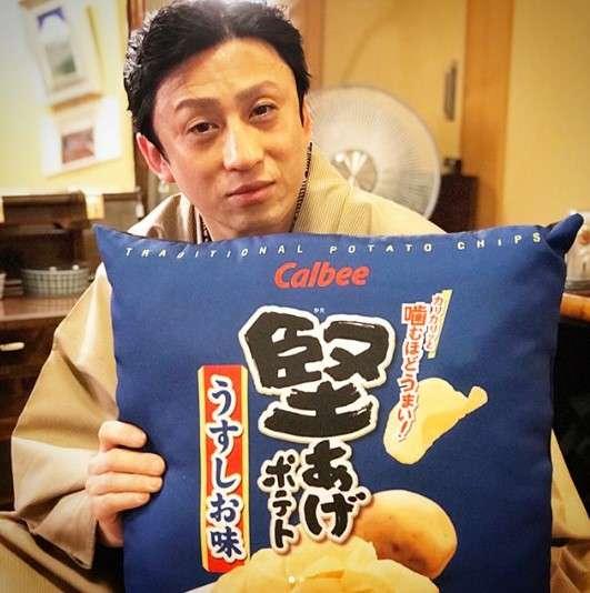 【エンタがビタミン♪】十代目・松本幸四郎 『堅あげポテト』が好きすぎてクッションまでゲット | Techinsight(テックインサイト)|海外セレブ、国内エンタメのオンリーワンをお届けするニュースサイト