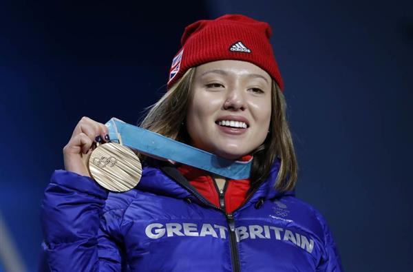 銅メダル獲得・英スキー選手のアメリカ訛り英語に心無い声「メダルがかすむ」「英国人じゃなくて米国人」