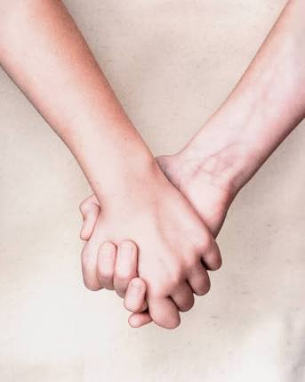 好きでもない人と手を繋ぐのはアリ?