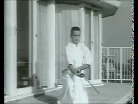 French interview with Yukio Mishima / フランス語を話す三島由紀夫 - YouTube