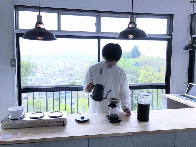 15歳のコーヒー焙煎士・岩野響さんに聞いた「僕が学校をやめて焙煎士になった理由」