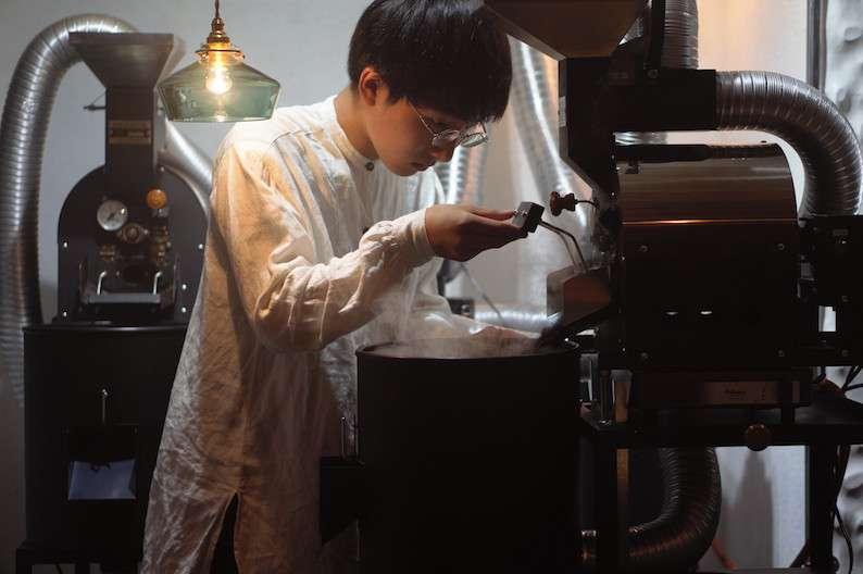 15歳のコーヒー焙煎士・岩野響さんに聞いた「僕が学校をやめて焙煎士になった理由」 - メシ通