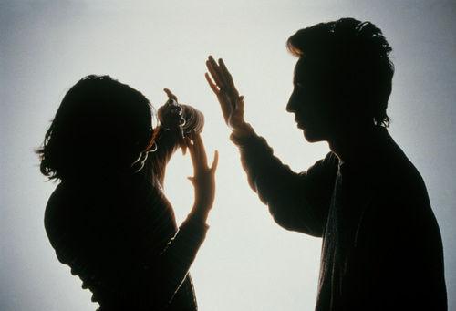 女性の顔を破壊する酸攻撃が多発のインド。ようやく酸の売買規制へ。 - NAVER まとめ