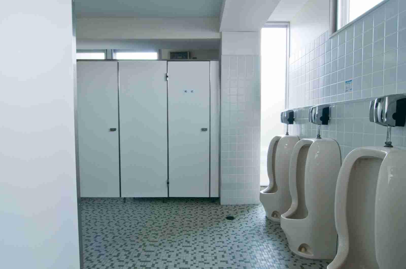 校内のトイレで中1男子首吊り自殺…埼玉・新座