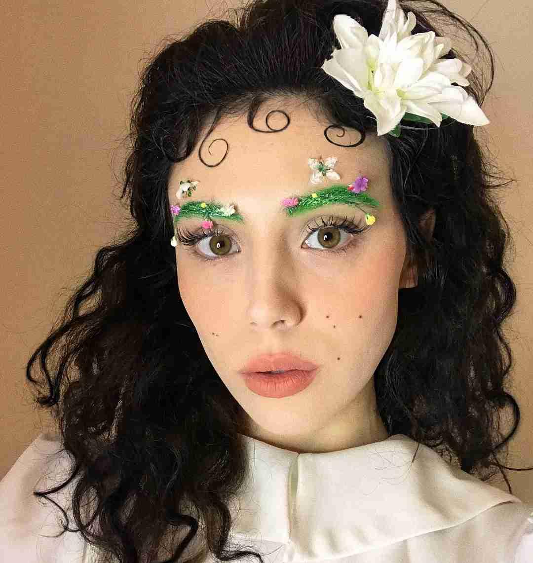 「インスタ映えする眉毛」花が咲く春らしい眉毛メイクに3万6000いいね!
