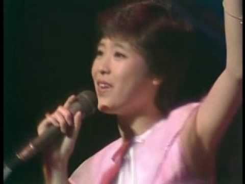 松田聖子 いちご畑でつかまえて - YouTube
