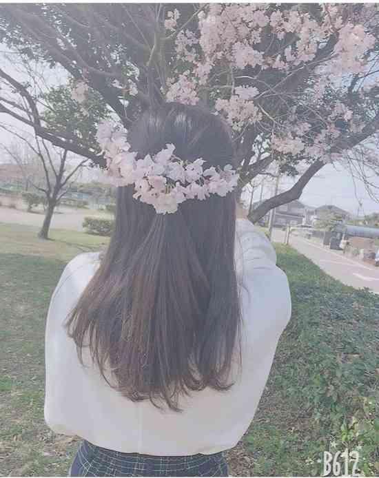 【画像】桜をちぎってファションショーした女さん、大喜びでTwitterに載せてしまうwwwwwww : 【2ch】ニュー速クオリティ