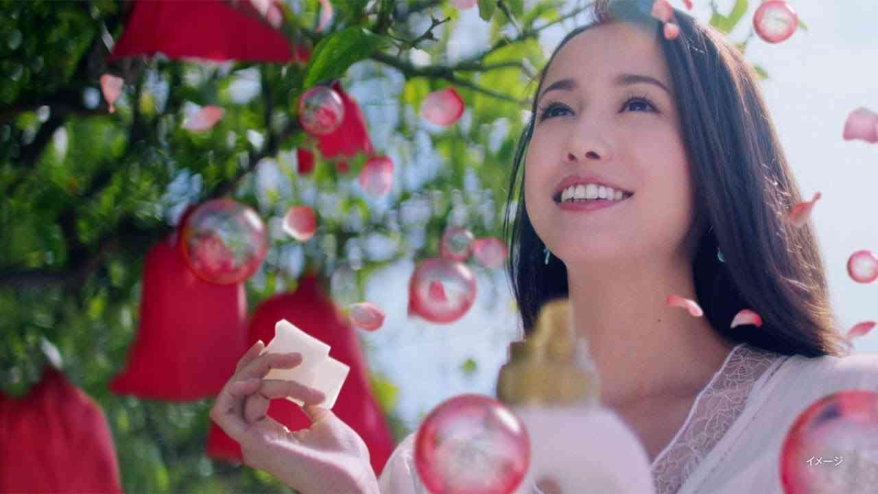 沢尻エリカ、濃密な香りに「上出来」 南仏ニースで撮影の「レノアハピネス 」新CMが公開 - YouTube