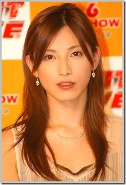 長谷川京子、ド派手なファッションでの映画館行きに賛否の声が続出のワケ