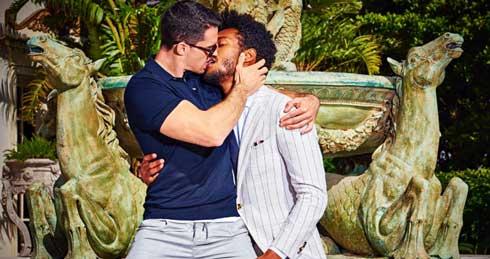 オランダで男性カップルのキス広告めぐり議論に 「すばらしい」「胸くそ悪い」と賛否両論