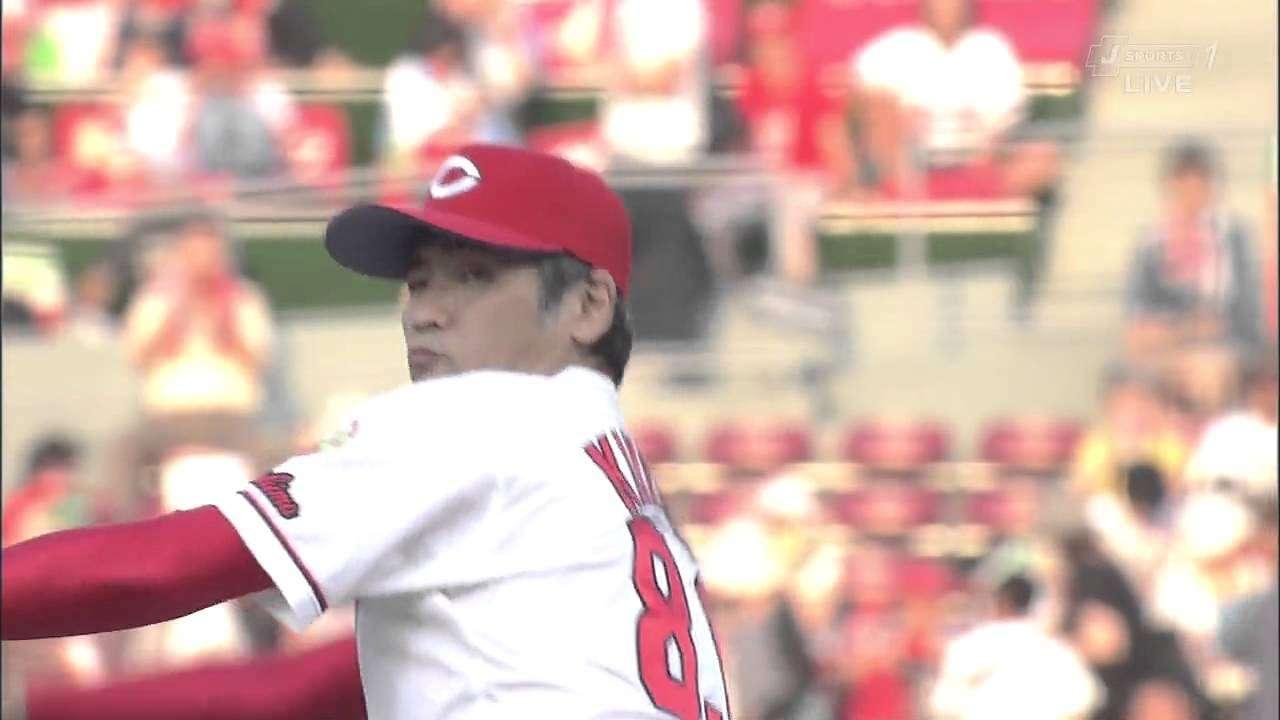吉川晃司始球式 201300806  広島×阪神 - YouTube