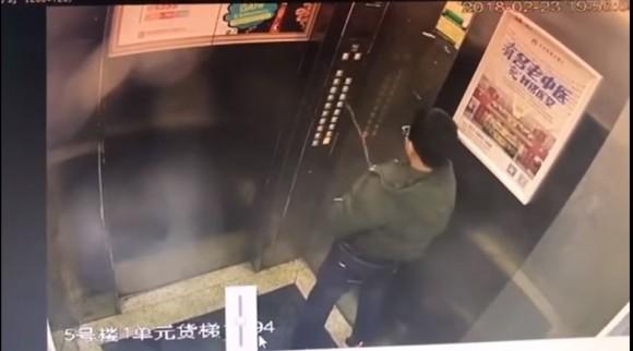 ぜんぜん同情できない案件。エレベーターのコントロールパネルに向かって放尿した少年が閉じ込められて救助される(中国) : カラパイア