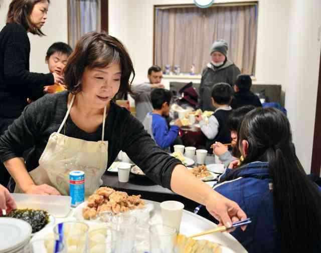 ダルビッシュママが子ども食堂 地域ボランティアと協力
