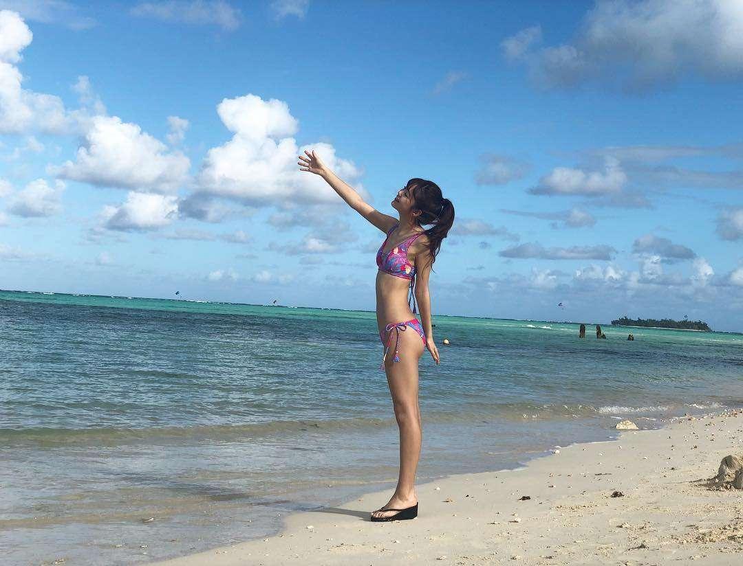 藤田ニコル、筋トレ効果抜群の水着姿を公開で「理想的な体型」の声が相次ぐ