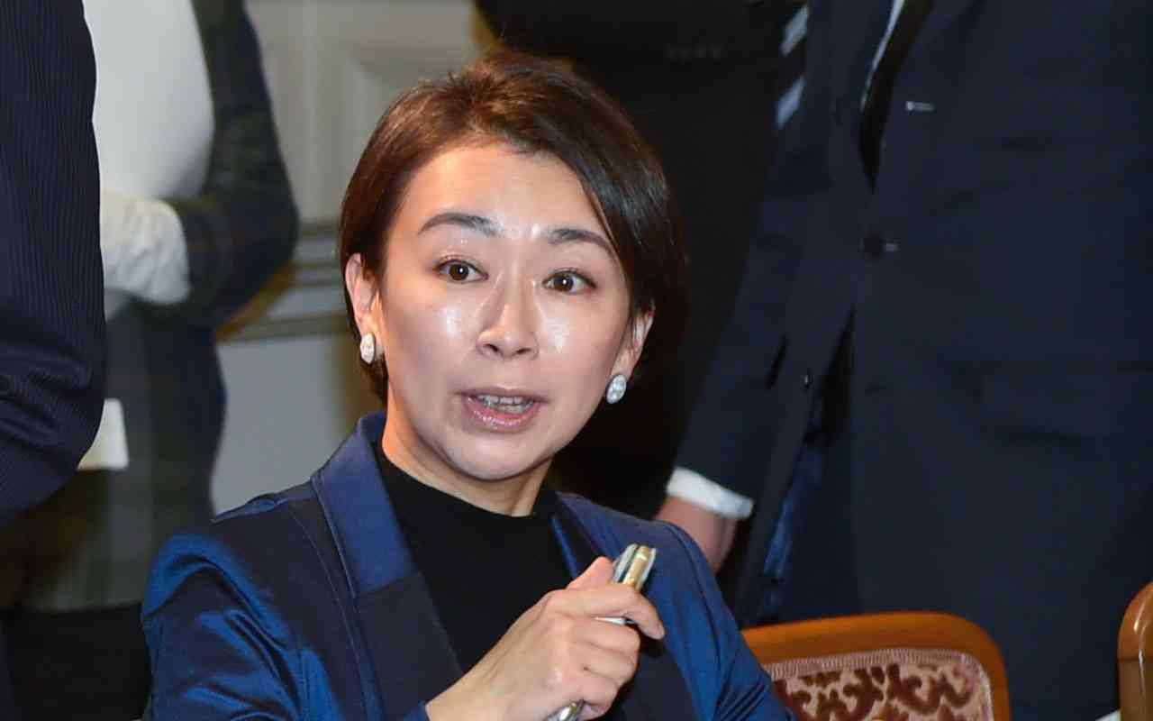 「山尾志桜里さん、夫と息子を返して」倉持弁護士元妻が手記 | 文春オンライン