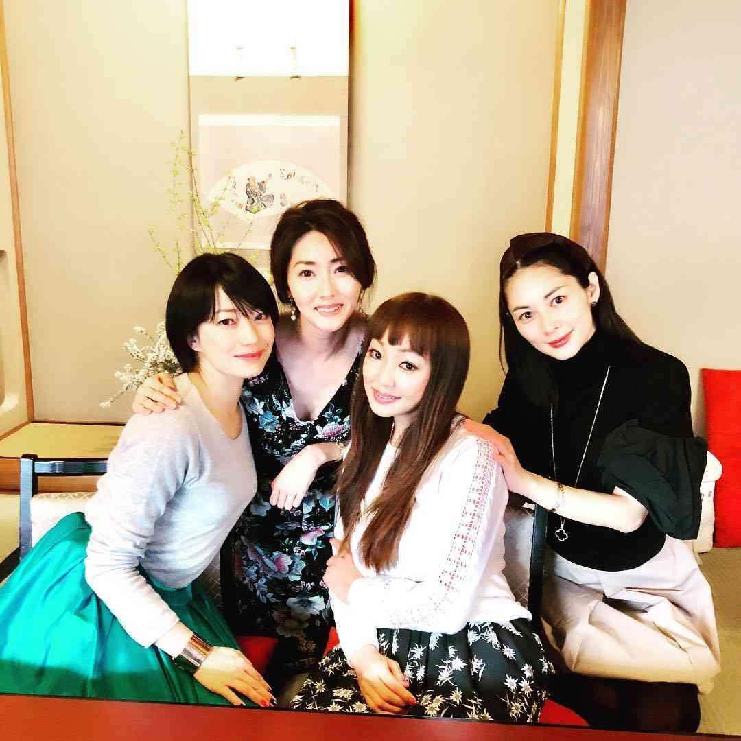 超豪華ママ友会ショットを公開「楽しいひと時」神田うの、菅野美穂、伊東美咲ら