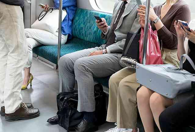 電車で隣に強烈な匂いの方が座ってきたら