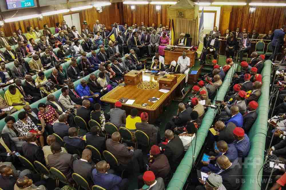 妻は殴って「しつける」発言 ウガンダ議員に抗議殺到、謝罪に追い込まれる