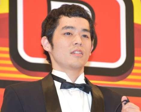 『R-1ぐらんぷり』濱田祐太郎が優勝 ほぼ盲目の漫談家が過去最多3795人の頂点に | ORICON NEWS